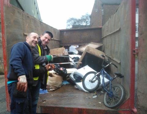 Tenants and residents chip in to recycle rubbish
