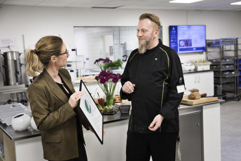 Dansk Retursystems kantine bliver svanemærket som en af de første i Danmark