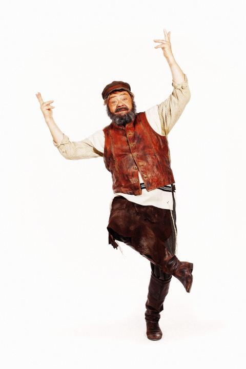 Tommy Kenters sidste store teaterolle i SPILLEMAND PÅ EN TAGRYG