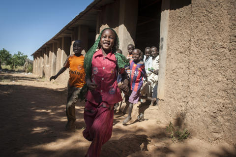 Skolbarn på flykt från Sudan har sökt skydd i Tchad.