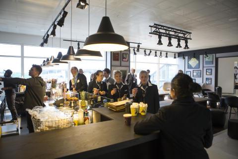 Ny utrikes avgångshall, Landvetter, Joe & the Juice