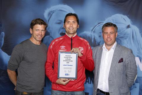 Lennart Sugiardjo, IFK Fjärås, tilldelas  Woody Ungdomsledarstipendiet 2016