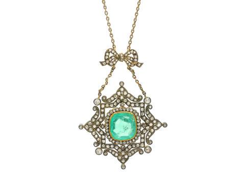 Exklusiva 20/10, Nr 23, COLLIER, guld/silver, smaragd ca 4,00 ct, rosen- och gammalslipade diamanter ca 1,35 ctv, troligen Ryssland