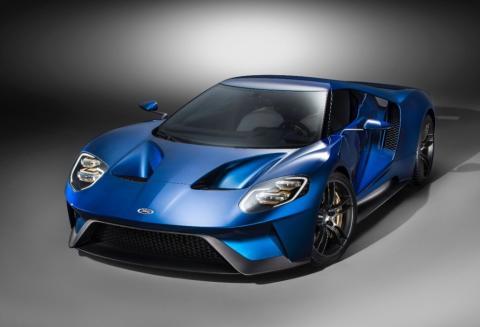 A vadonatúj Ford GT digitális műszerei új arculatot adnak a műszerfalnak, mérséklik a zavaró hatásokat, és fokozzák a vezető teljesítményét