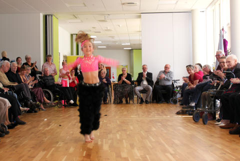 Danseopvisning for beboerne på Langagergård