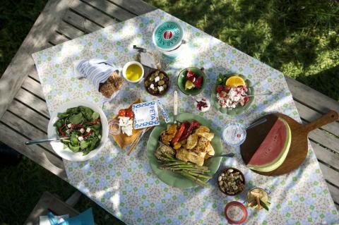 Gäster till (Midsommar) Mezefesten -  En enkel guide hur du beräknar mat & dryck