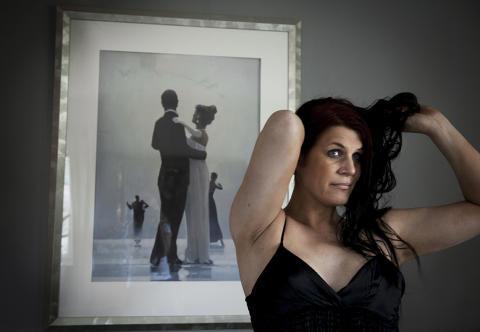 """Nu har jag bestämt mig, jag ska byta kön! –  utställningen """"Janna"""" av fotograf Eva Lie visas i Härnösand"""
