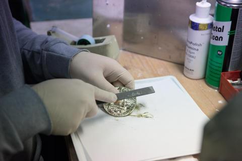 Nobelmedaljen slipas