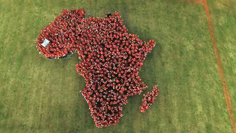 Carglass rejser 7,5 mio. kr. til velgørenhed og slår en Guinness World Records titel.