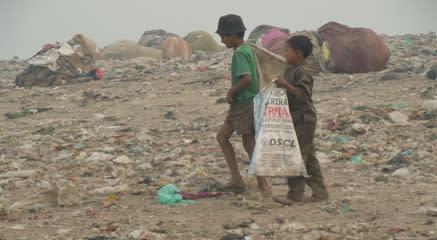 Nystartat arbete för barn på soptipp i Indien