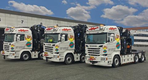 Tre nye Scania med avancerede kranopbygninger til Maximus Spedition - Scania Danmark A/S