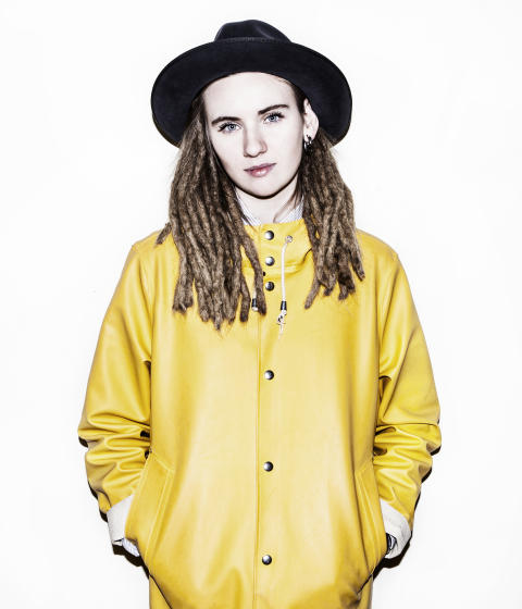 Moa Lignell, låtskrivare, producent och artist blir CancerRehabFondens nya ambassadör