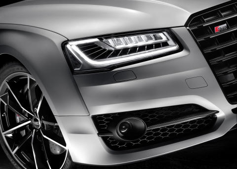 Audi S8 plus i Florett Silver matt closeup rigth headlight