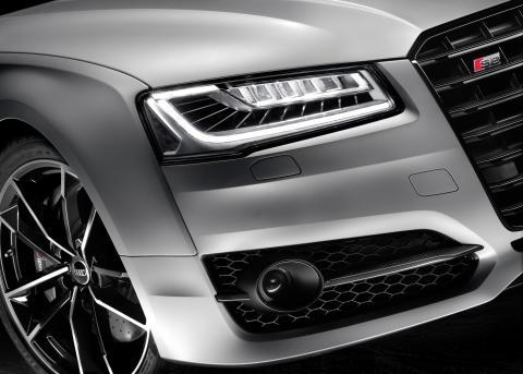 Audi S8 plus i Florett Silver matt closeup rigth headlight
