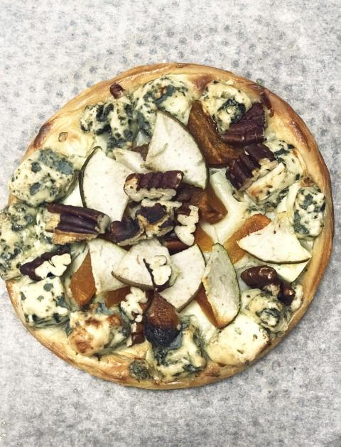 Gorgonzolapizza med päron på smördeg_ Spy Valley Iced Sauvignon Blanc