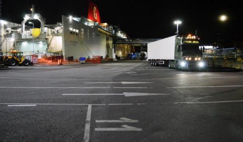 Titan mastbelysning lyser upp Gotlandsterminalen hos Smålandshamnar, Oskarshamn