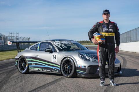 Robin Hansson tog tre segrar av fyra möjliga under årets två första tävlingshelger i Porsche Carrera Cup Scandinavia. Nu får han visa vad han kan i Porsche Mobil 1 Supercup