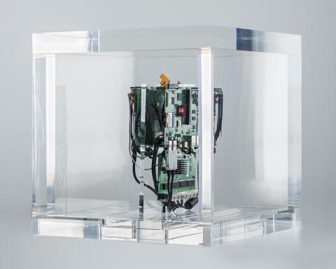 Autonomy Cube (2014) av Trevor Paglen