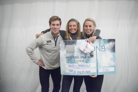 Tiril og Erlend delte ut DNB-stipend til unge, lovende skiskyttere