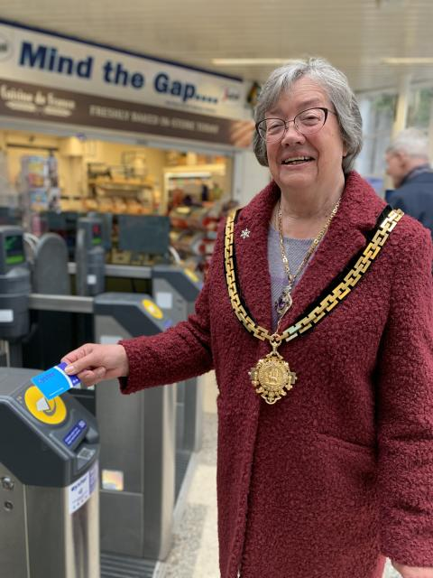 Contactless and Oyster comes to Hertford North