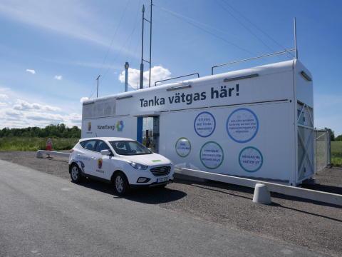 Miljöpartiets språkrör Gustav Fridolin besöker Mariestad.