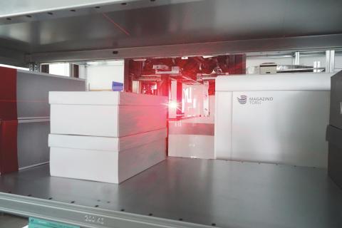 Mit Lasern und Kameras werden die Artikel lokalisiert und identifiziert.