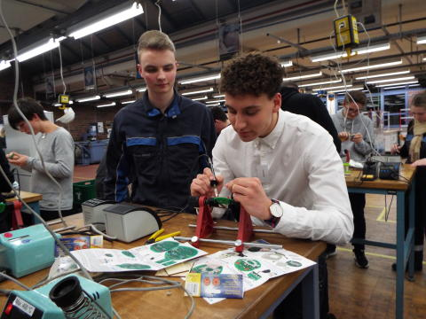 Nick Petrovic aus Petershagen beim Energy Camp von Westfalen Weser Energie