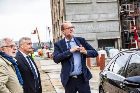 Lars Chr. Lilleholt til rejsegilde på Ressourcerækkerne i Ørestad Syd