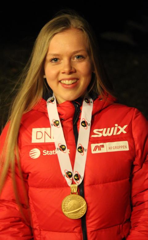 Karoline Erdal med medalje, sprint ungdom kvinner, junior-VM