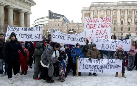 Vill straffa EU-länder som diskriminerar romer
