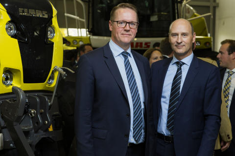 Danish Agros koncernchef Henning Haahr tillsammans med Danish Agros divisionschef för maskiner, Jens Skifter.