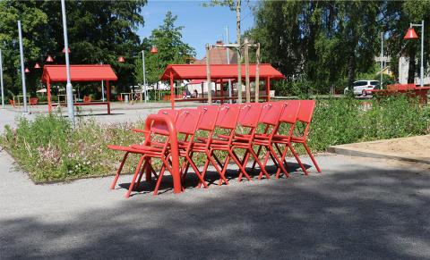 Share stolar, Badhusparken Vara