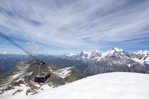 Aussicht vom Schilthorn auf das UNESCO Weltnaturerbe mit Eiger, Mönch und Jungfrau und mehr als 200 weiteren Berggipfeln