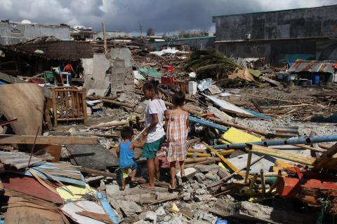 Fler öar i Filippinerna drabbade rapporterar Rädda Barnen
