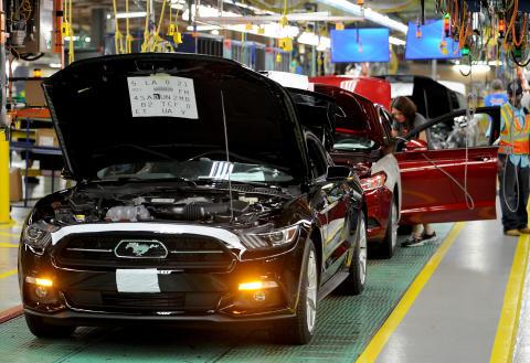 Nye Ford Mustang med første bil ut av produksjonslinja 28.08.2014
