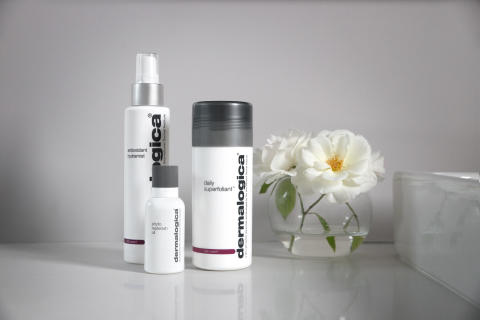 Daily Superfoliant, Antioxidant Hydramist and Phyto Replenish Oil in Bathroom