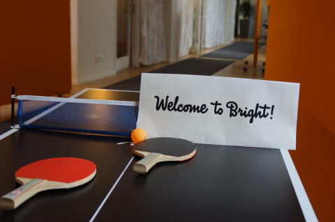 Bright säger välkommen till Vardia