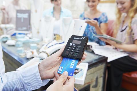 Bezahlen mit Visa Karte an mPOS-Terminal von payleven im Direktvertrieb