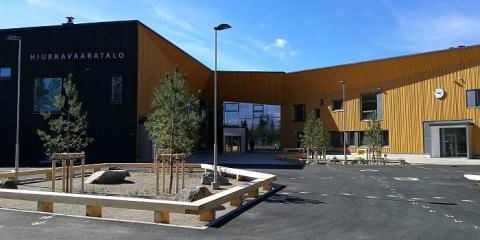 Uusi opetussuunnitelma haastaa koulurakennusten suunnittelijat – Hiukkavaaran monitoimitalon akustiikkaa testattiin yli sadan koululaisen kanssa