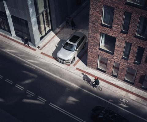 Volvo_Cars_and_POC_develop_world-first_car-bike_helmet_crash_test 9