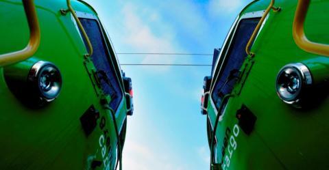 Järnväg på långa distanser och lastbil för att nå ända fram