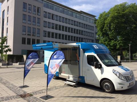 Beratungsmobil der Unabhängigen Patientenberatung kommt am 31. August nach Augsburg.