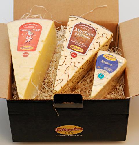 Falbygdens önskar god jul med tre goda ostar