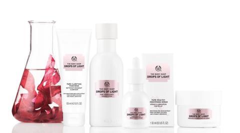 Kirkkaampi iho punalevällä - The Body Shop lanseeraa uuden Drops of Light™ -sarjan
