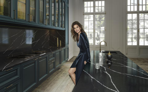 Foto de Tops On top 2019 _ Cindy Crawford & Silestone Eternal Marquina Completa