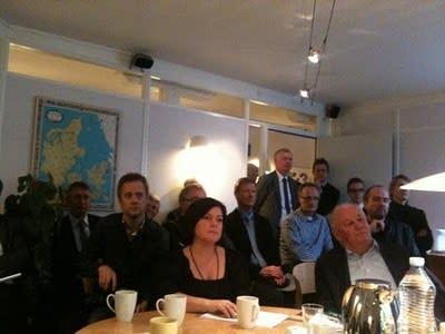 Barbros blogg: Folksamling på andra sidan sundet - och lite om Jönköping