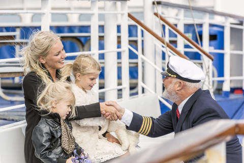 Kaptein hilser på
