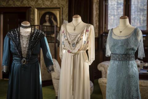 Klänningar burna av Violet Crawley, änkegrevinna av Grantham, Cora Crawley, grevinna av Grantham och lady Sybil Crawley