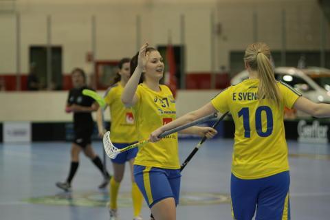 Drömstart för Sveriges U19-damer i historiskt VM