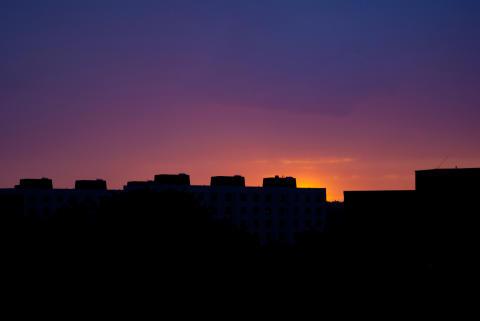 Solnedgång efter en regnig dag